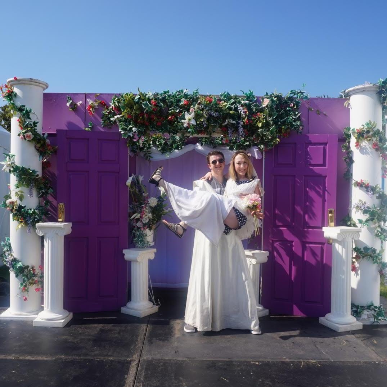Recreating the Wedding Chapel Scene in Friends