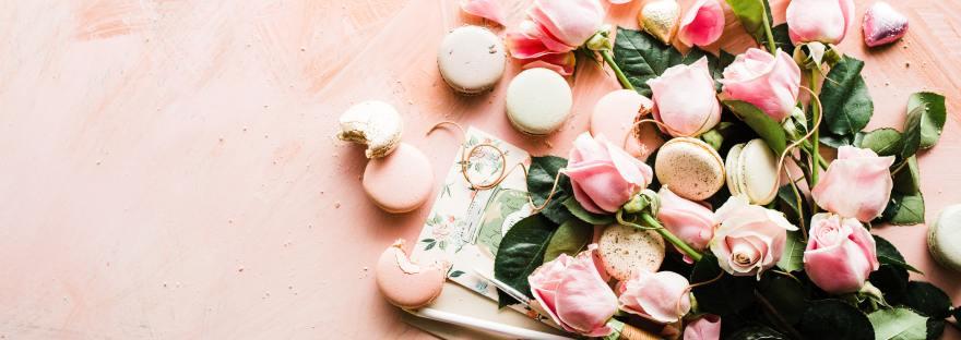 February Wrap Up Flatlay - Valentines Roses